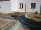 Vybetonované základy do obrub pro pojezdovou bránu